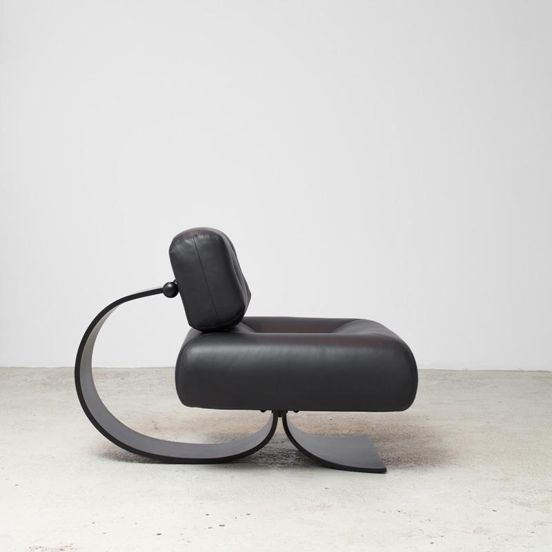 Ghế tựa Alta (Alta Lounge Chair) của Oscar Niemeyer.