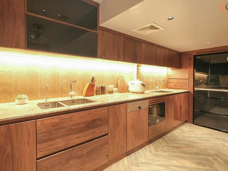 sắc màu của gỗ óc chó trong phòng bếp