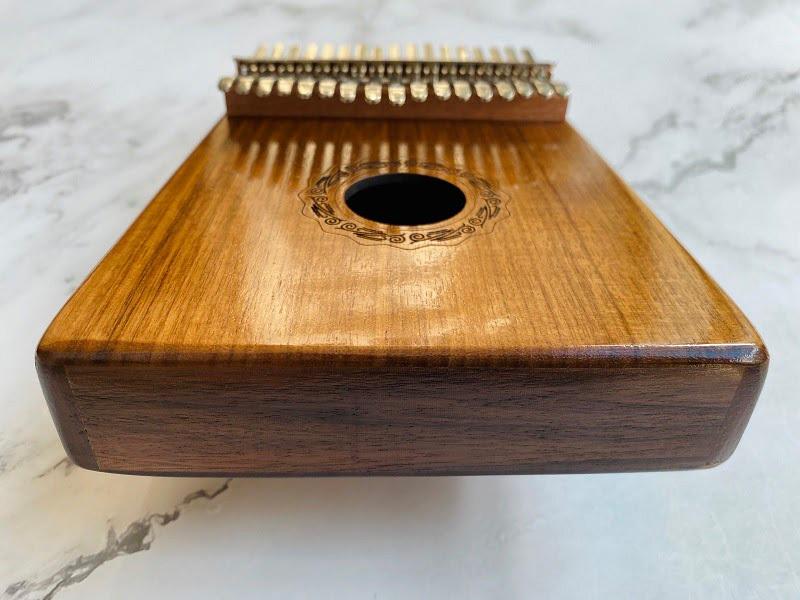 khung đàn bằng gỗ óc chó