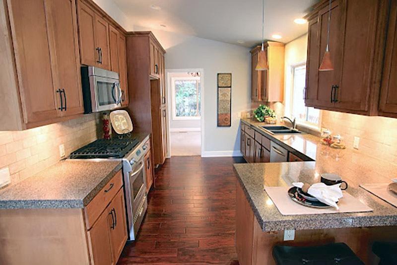 Nội thất phòng bếp làm từ gỗ óc chó Nam Phi