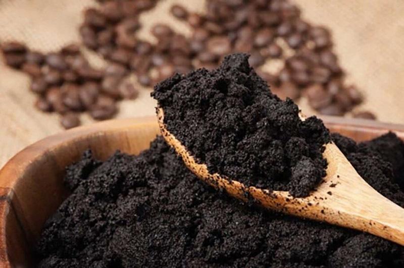 Dùng bã cà phê khắc phục vết xước đồ nội thất gỗ